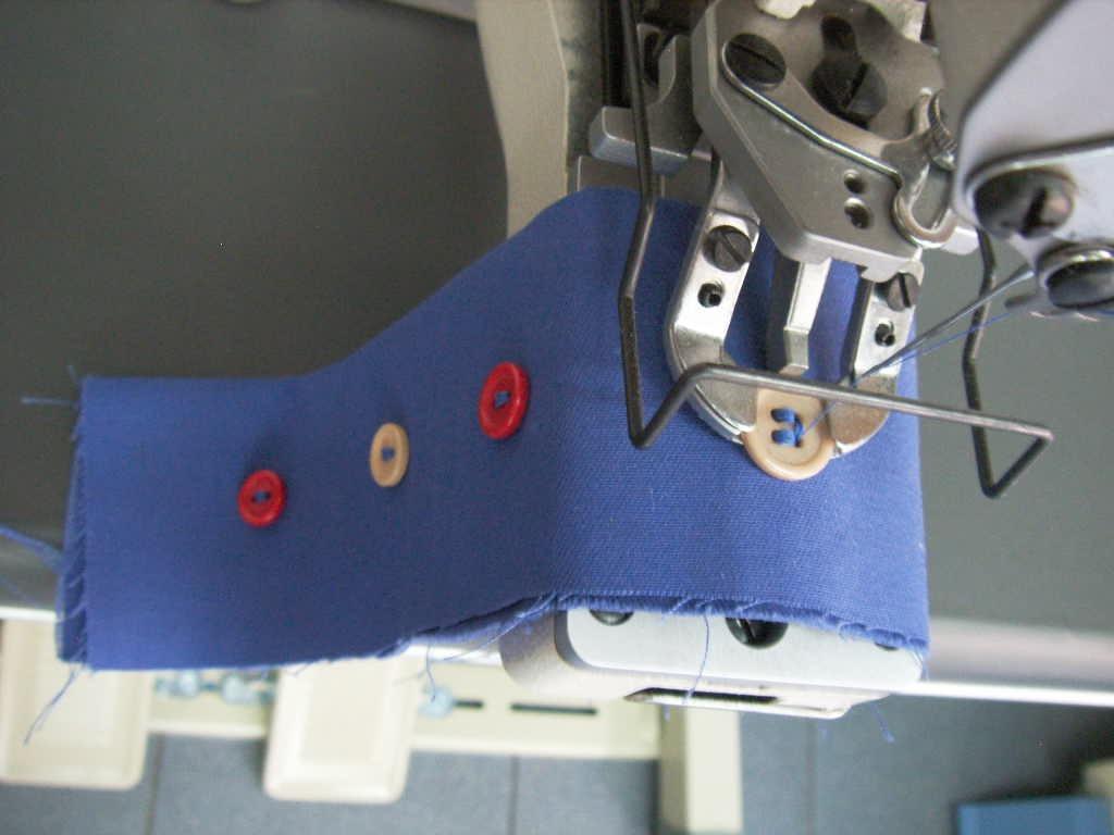 Resultado de imagen para coser botones a maquina